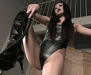 mistress Akira shoe domination (dominatrix)