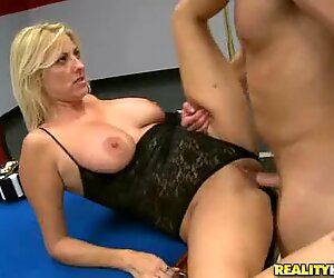 Randy milf gets her moist pussy hole pulverized
