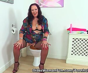 English granny Zadi rams her fanny in bathroom