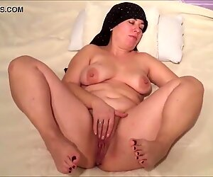 Chubby MILF playing with herself