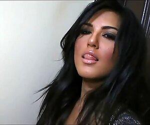 Sunny Leone beauty mature star