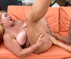 Man licking pussy